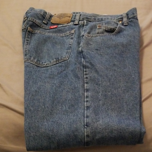Wrangler Other - Wrangler Relaxed Fit Jeans Size 36x32